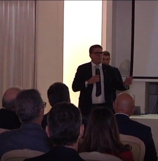 L'università di Bari festeggia il Thanksgiving e dà il benvenuto al professore Massimo Lucidi.